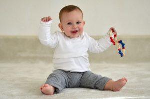 ویژگی های کودک سالم و طبیعی 6 ماهه
