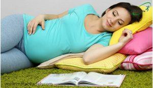 کتاب خواندن در رختخواب
